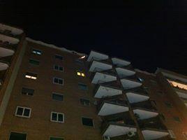 Caduta calcinacci dal tetto di un edificio in via Cilea al Vomero