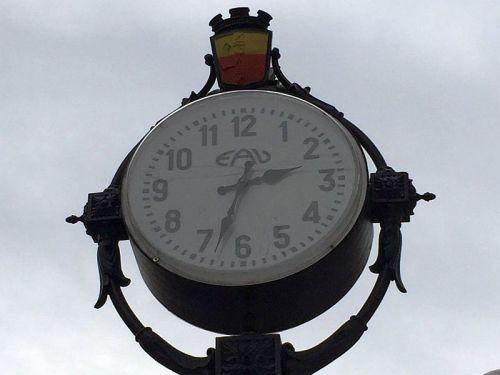 Vomero-orologio-piazza-Vanvitelli-500x375