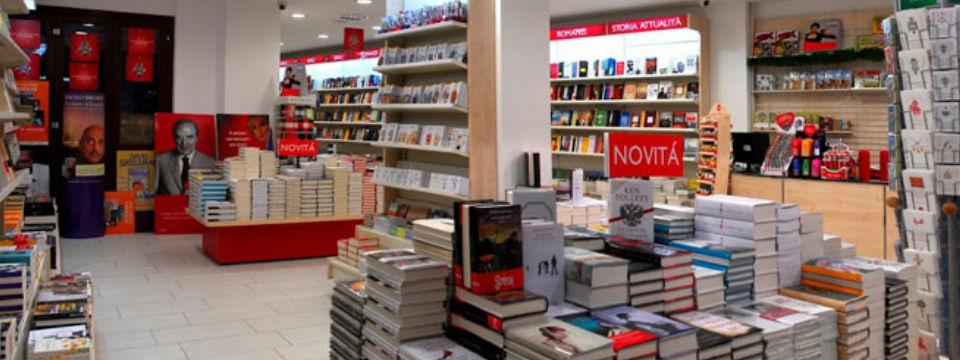 mondadori-bookstore