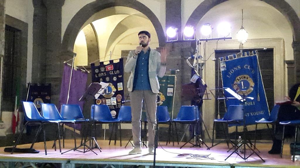 il Presidente della Commissione cultura, Marco Gaudini all'apertura dell'evento organizzato dai LIONS nella Certosa di S. Martino