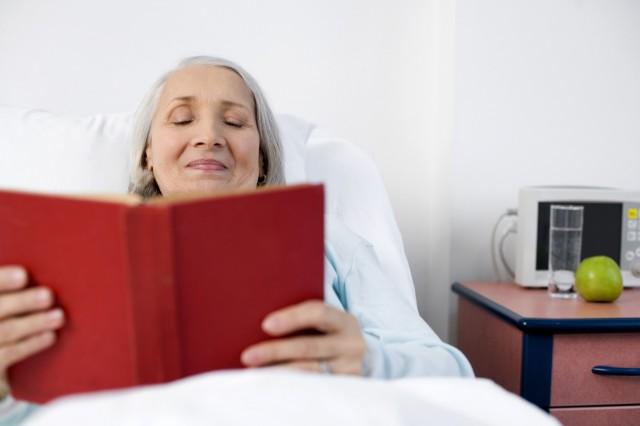 biblioteche-ospedale-iniziative-associazione-volontariato-koine-insieme-con-ammalato-lettura-libri-1-640x426