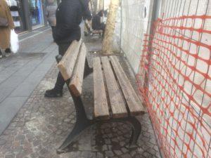 Panchina su cui difficilmente qualcuno si siederà