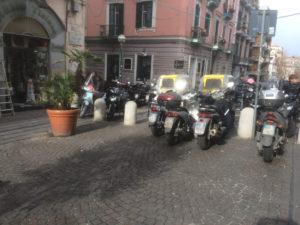 Parcheggio selvaggio in via Enrico Alvino