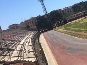 spalti e pista di Atletica dello stadio nello stato attuale