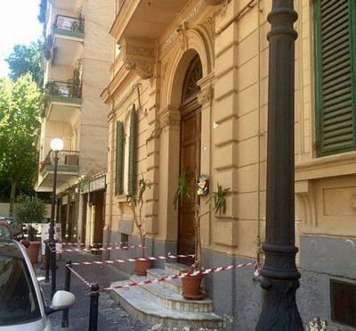 Vomero-via-Merliani-marciapiede-trasennato-480x445