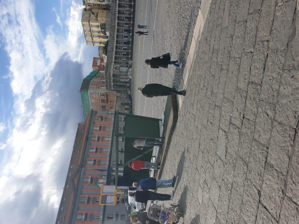 """le riprese del film """"E' stata la mano di Dio"""" in piazza del Plebiscito a Napoli"""